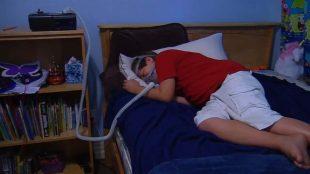 man sleeping with cpap bipap